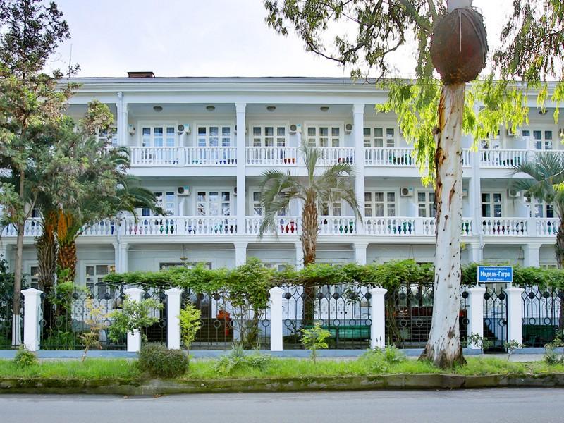 Отель Амран
