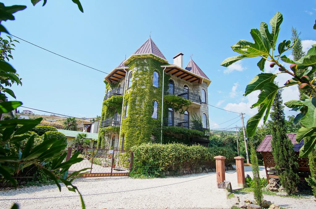 гостевой дом«Замок Алустон»Алушта,п. Солнечногорское