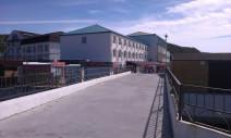 вид на Гостиничный комплекс ″Торнадо″ со стороны нового моста п. Новомихайловский (от 2014 г)