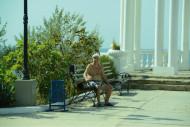 Скамейки для отдыха у беседки п.Николаевка, Крым